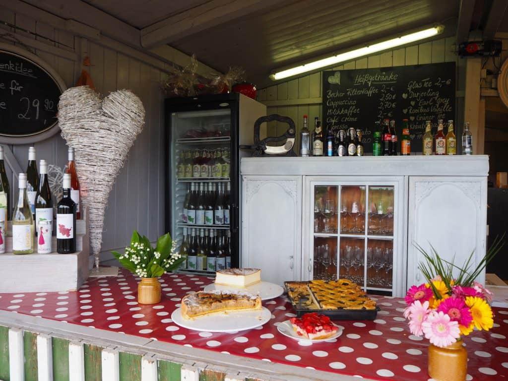 Cafés in Malente: Tresen im Feldcafé Ingenhof