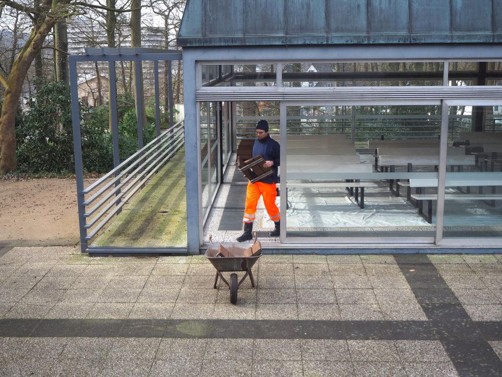 Frühjahrsputz im Kurpark Malente: Liegehalle als Winterquartier