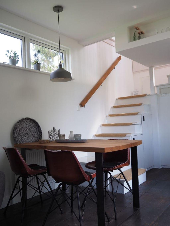 Treppenaufgang zu den Schlafkojen im Tiny House