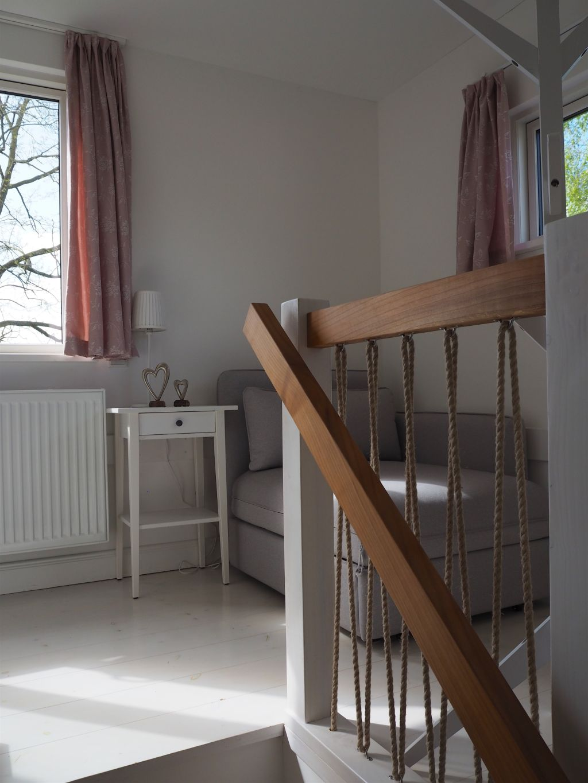 Essplatz mit Design-Möbeln im Tiny House