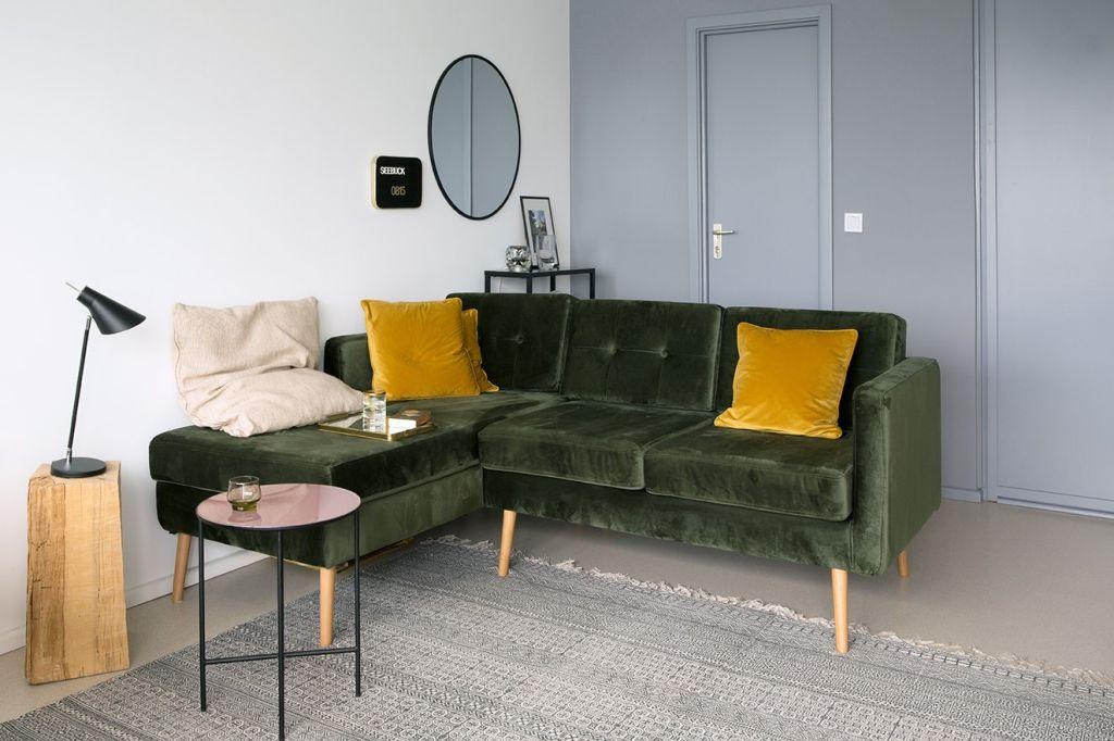 Design-Sofa in der Traumferienwohnung über dem Dieksee