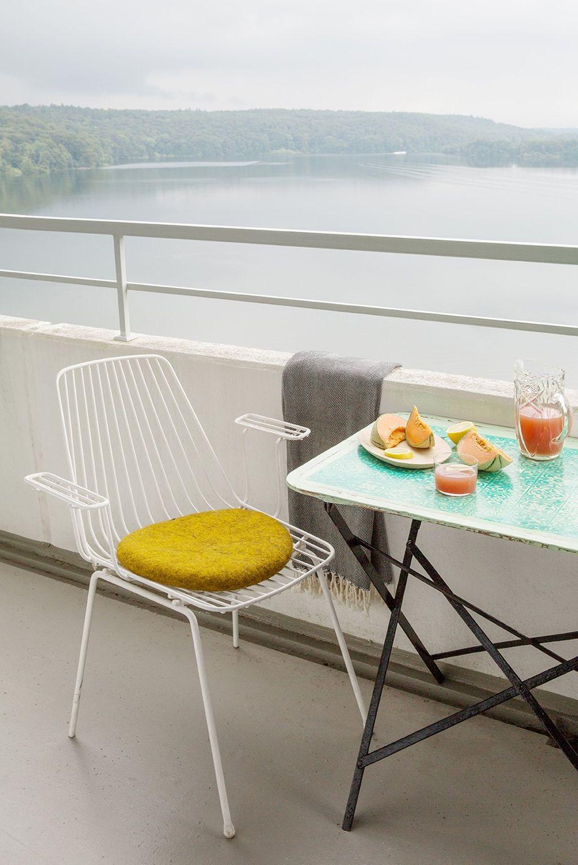 Balkon mit Blick aufs Wasser