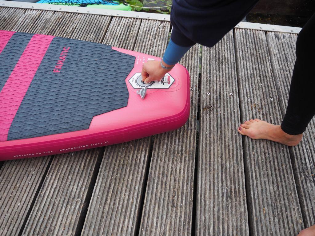 Ein SUP-Board kann klein verstaut werden