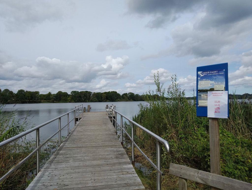 5-Seen-Fahrt zu Fuß - Am Fährhaus Niederkleveez legt die 5-Seen-Fahrt ebenfalls an