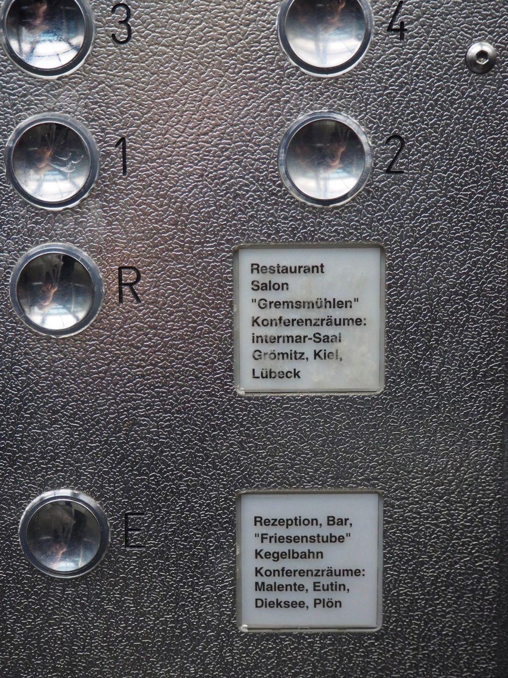 Im Aufzug vom Intermar