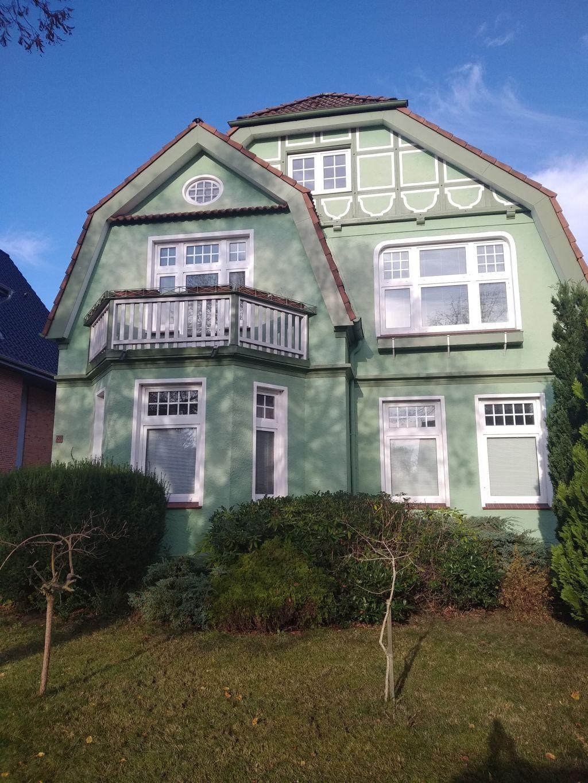 Bäderarchitektur - Villa mit Ziergiebel in der Lindenallee