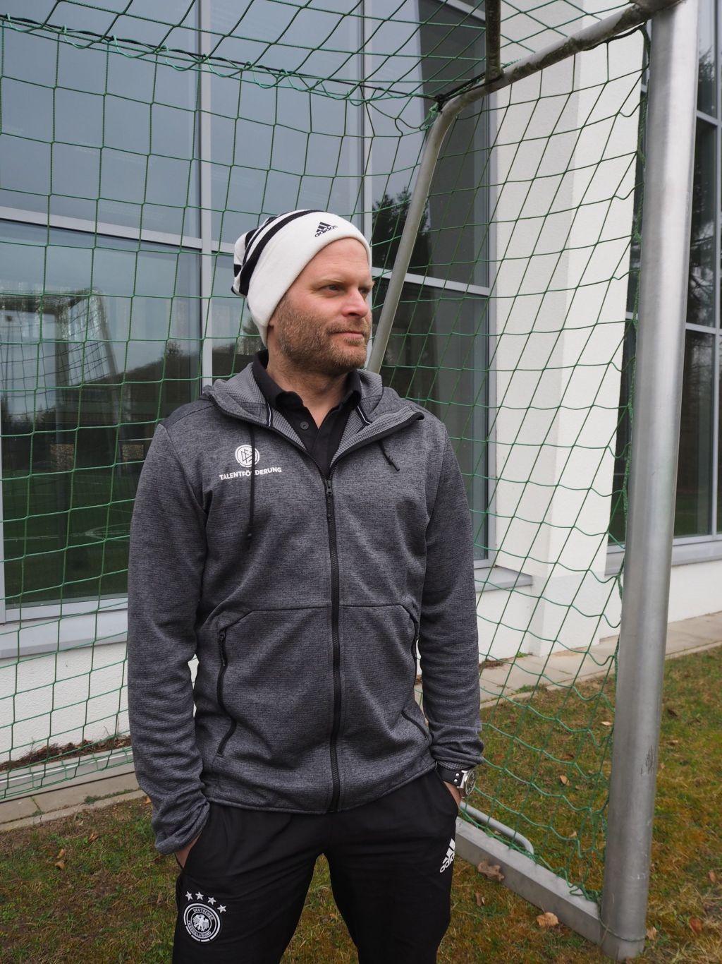 Björn Raedel sichtet Talente für die Fußballnationalmannschaft