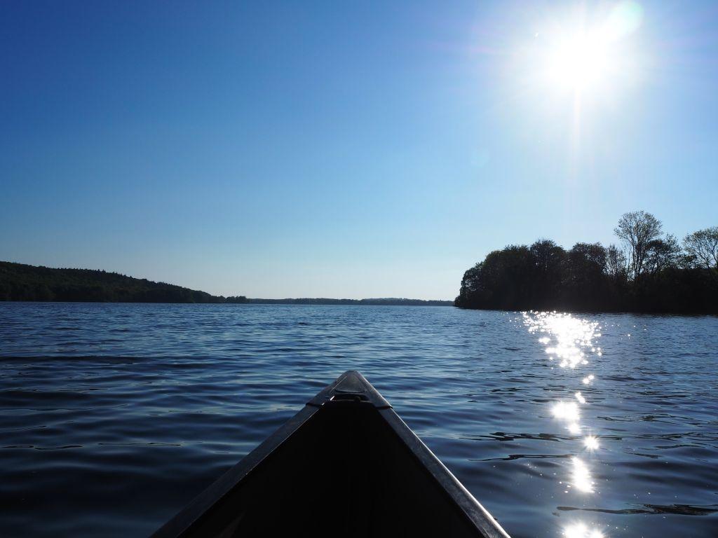 Der Abendsonne entgegen paddeln
