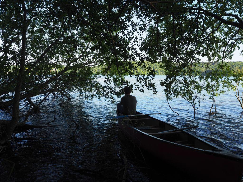 Lauschige Plätze laden am Ufer zu Pausen ein