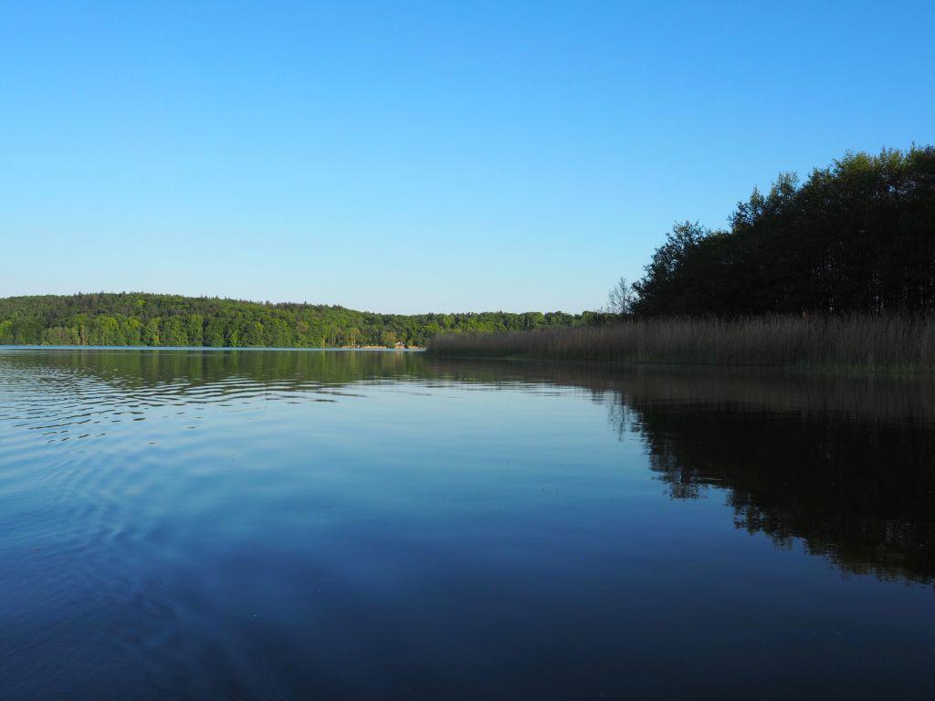 Naturbelassenes Ufer auf der anderen Seite