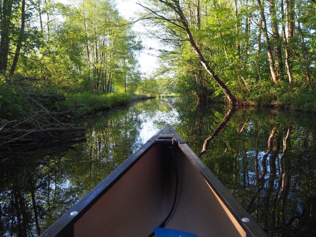 Über einen kleinen Kanal geht es direkt zum Landgasthof