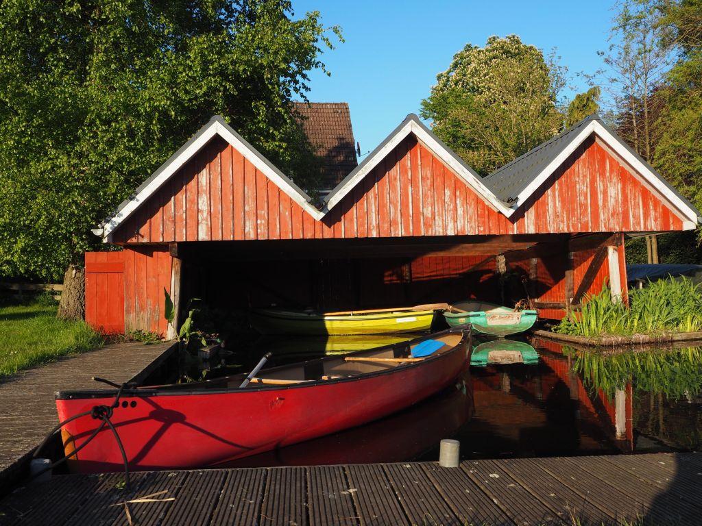Am Bootshaus werden die Kanus geparkt