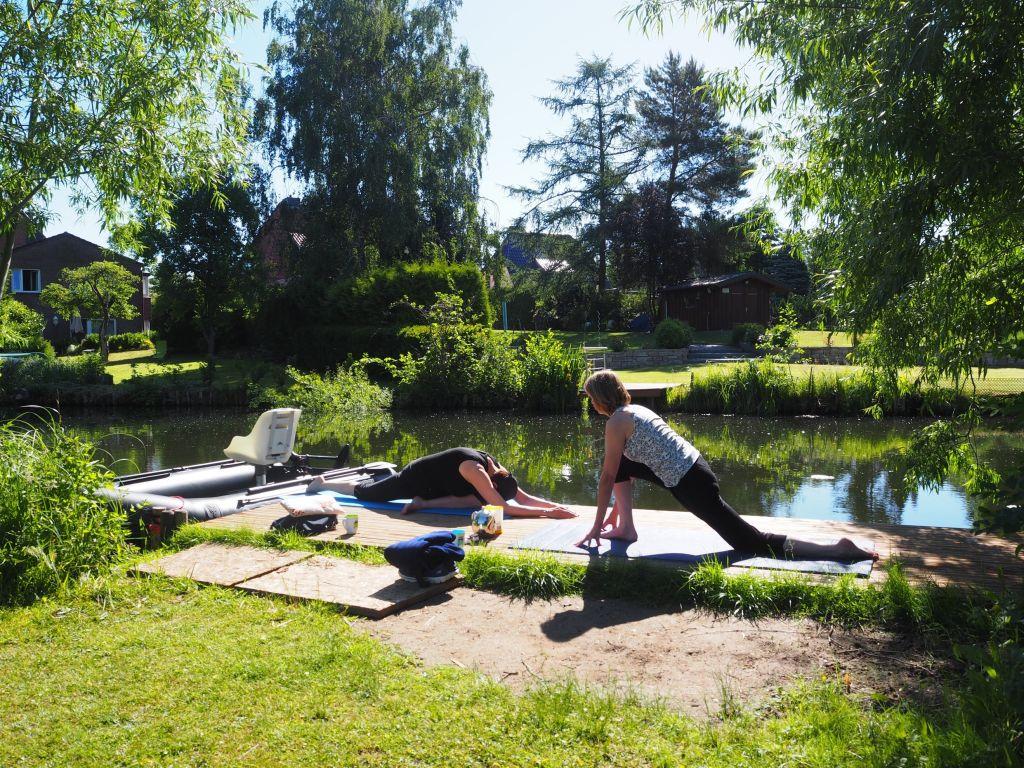 Yoga direkt am Wasser