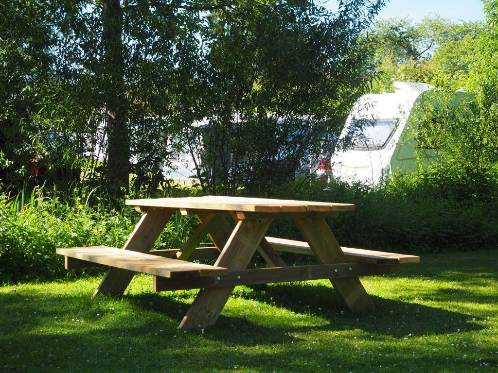 Die Picknickmöbel dürfen alle benutzen