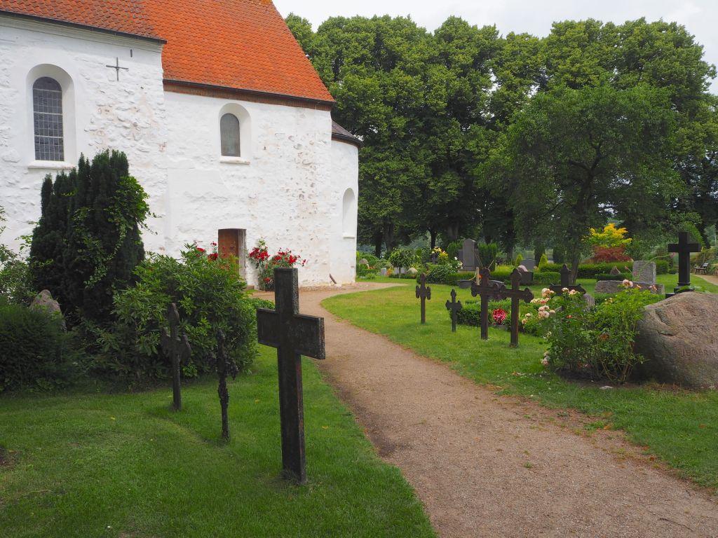 Friedhof rund um die Kirche