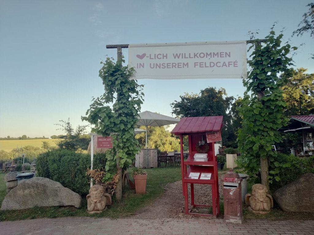 Das Feldcafé auf dem Ingenhof liegt so idyllisch
